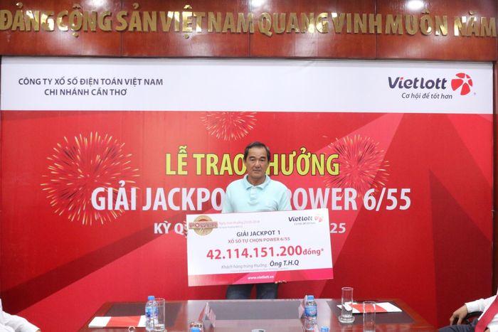 ong-thq-nhan-giai-jackpot2-tri-gia-hon-42-ty-dong